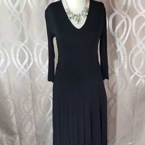 Black Essential Midi Dress with pockets by A&D